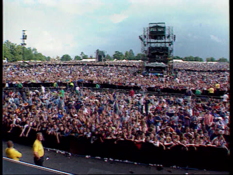 liam gallagher absent from 'oasis' us tour; tx 12.8.1996 england: hertfordshire: knebworth: ext **music heard sot** sequence fans at knebworth... - オアシス点の映像素材/bロール
