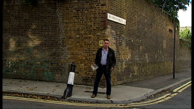 vidéos et rushes de morrissey's autobiography published **music briefly overlaid sot** reporter to camera ends - biographie