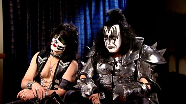 stockvideo's en b-roll-footage met members of kiss interviewed england london int gene simmons and eric singer interviewed sot on the new album said they were never gonna do another... - gene simmons
