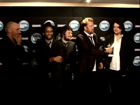 mercury music awards; england: london: grosvenor house: int members of pop group elbow: richard jupp , pete turner , mark potter , guy garvey and... - mercury music prize stock-videos und b-roll-filmmaterial