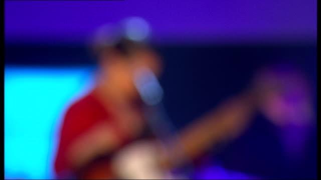 vídeos de stock, filmes e b-roll de mercury music prize 2011 nominations announcement and performances lauren laverne introduces anna calvi who performs song 'desire' on stage sot - calvi