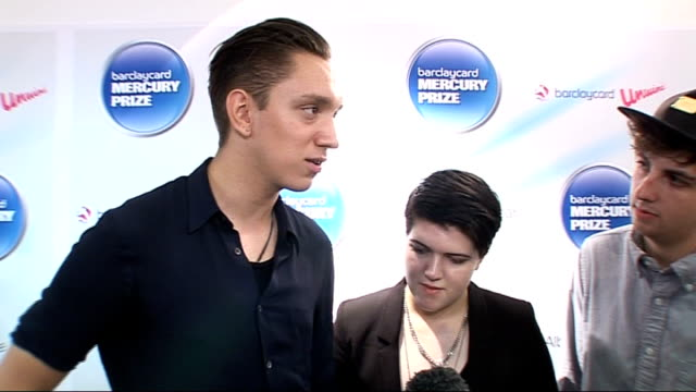 vídeos y material grabado en eventos de stock de mercury prize 2010 nominations launch; the xx interview sot - on being overwhelmed by the nomination / an incredible year / how they wrote the songs... - jeremy paxman