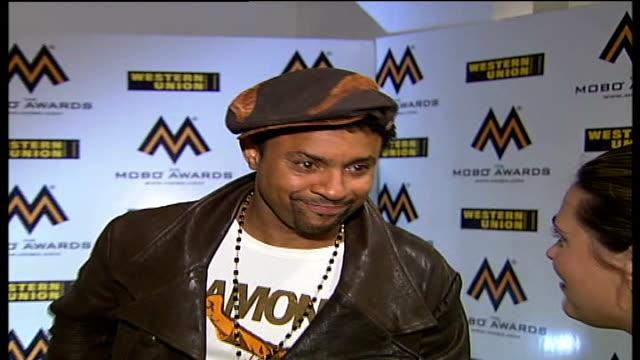 mobo awards 2007; england: london: int 'shaggy' interview sot - on the rehearsal / jokes that he and fellow award presenter jamelia are having a... - 歌手 シャギー点の映像素材/bロール