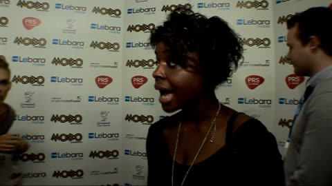 awards 2010: celebrity interviews; general view members of n-dubz posing for photocall with mobo award gamu nhengu speaking to other reporter and... - wisdom stock-videos und b-roll-filmmaterial