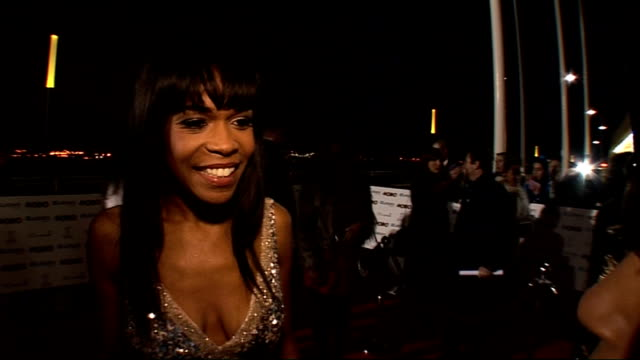 vídeos de stock, filmes e b-roll de mobo awards 2010 celebrity interviews general view michelle williams on red carpet jermaine jackson on red carpet michelle williams interview sot on... - entrevista evento
