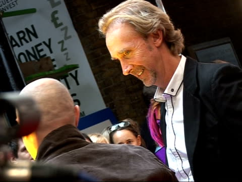 mojo awards 2008 ceremony celebrity photocalls and interviews mike rutherford along red carpet as hugs collins rutherford and collins speaking to... - mike rutherford stock videos & royalty-free footage