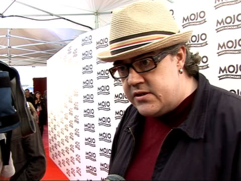 mojo awards 2008 ceremony: celebrity photocalls and interviews; phil jupitus posing on red carpet as along phil jupitus interview sot - on madness... - phill jupitus stock videos & royalty-free footage