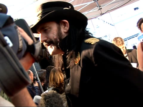 vídeos de stock, filmes e b-roll de mojo awards 2008 ceremony celebrity photocalls and interviews various of lemmy kilmister speaking to reporter lemmy kilmister interview sot on mojo... - título de álbum
