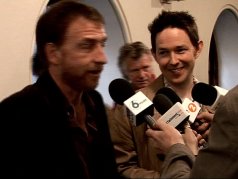 vídeos de stock, filmes e b-roll de mojo awards 2008 ceremony celebrity photocalls and interviews richard colburn and mick cooke speaking to press irma thomas interview sot on winning /... - título de álbum