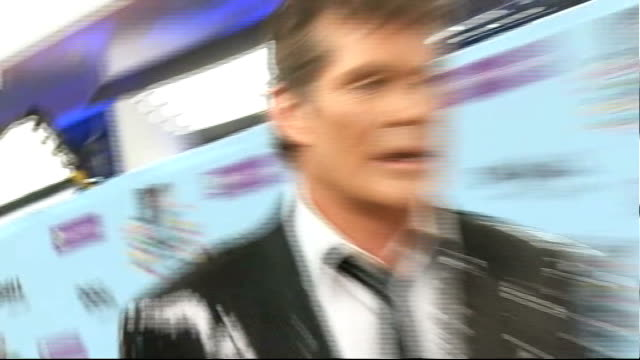europe music awards 2009 in berlin: arrivals; more of david hasselhoff speaking to reporters on red carpet and interview sot - on singing at the... - david hasselhoff stock-videos und b-roll-filmmaterial