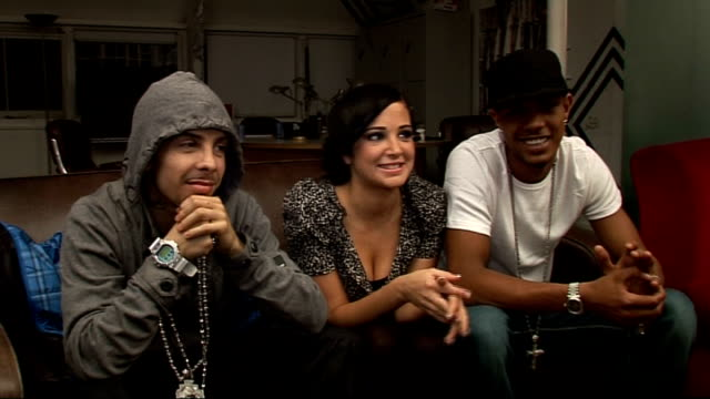ndubz interview; england: london: int ndubz interview sot - on ndubz video game - got own video on the game, video fits in with what the song is... - ポピュラーミュージックツアー点の映像素材/bロール