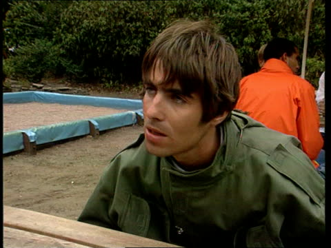 oasis and blur release records on the same day; england: london: ext cms liam gallagher intvwd sot - we gotta' get back to rock 'n roll cms damon... - オアシス点の映像素材/bロール