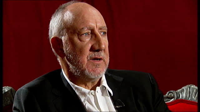 vídeos de stock, filmes e b-roll de pete townshend interview; england: london: int pete townshend interview sot - on the album 'quadrophenia' - why he is proud of it / kind of anarchy... - rock moderno
