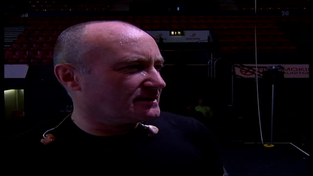 vídeos de stock, filmes e b-roll de phil collins; itn england: london: wembley: int phil collins singing during soundcheck sot 2 shot phil collins interview sot - talks about the tour... - número 4