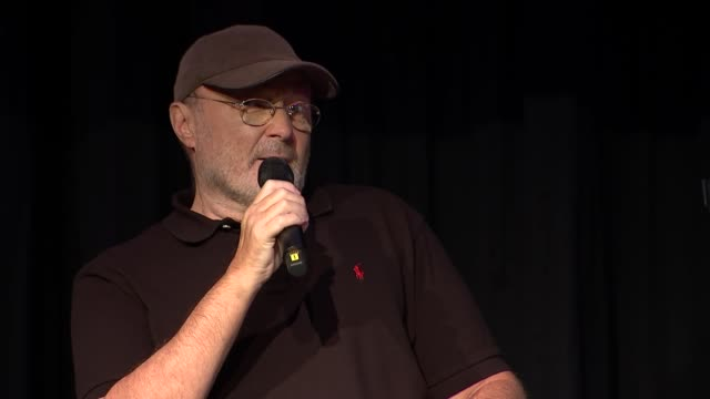 vídeos y material grabado en eventos de stock de phil collins qa with jools holland england london south kensington int jools holland introduction sot phil collins along onto stage and question and... - jools holland