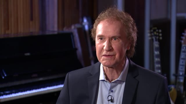 ray davies interview; england: london: ray davies interview sot. - re the kinks reunion, britpop, the rolling stones cutaways reporter - the kinks stock videos & royalty-free footage