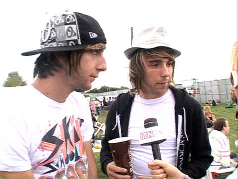 vídeos de stock, filmes e b-roll de reading festival 2008: band interviews; alexander william gaskarth and jack bassam barakat interview sot - more on playing at the festival / on being... - carling weekend reading festival