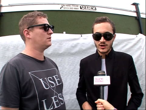 vídeos y material grabado en eventos de stock de reading festival 2008: band interviews; tom smith and russell leetch interview sot - on making a new album and the process of being creative - reading and leeds festivals