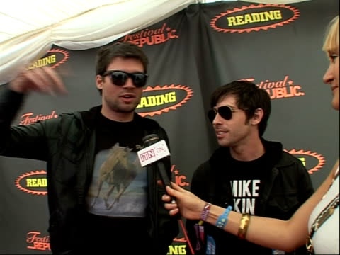 reading festival 2008: interviews with bands; adam lazzara and matt rubano interview sot - jokes on their height / on performing at reading festival... - reading and leeds festivals stock videos & royalty-free footage