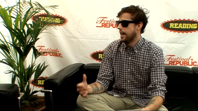 reading festival 2009 andrew mcmahon interview mcmahon interview sot on reading and leeds being bigger in the usa than glastonbury / festivals are... - reading and leeds festivals stock videos & royalty-free footage