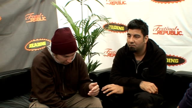 vídeos y material grabado en eventos de stock de reading festival 2009: deftones interview; england: berkshire: reading: int abe cunningham and chino moreno interview sot - on reading festival /... - reading and leeds festivals