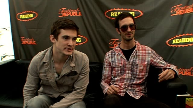 reading festival 2009 fake problems interview farren and perry interview sot on being in uk / on sandwiches / on touring with frank turner in uk / on... - reading and leeds festivals stock videos & royalty-free footage