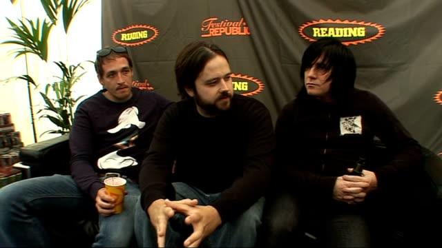 reading festival 2009: funeral for a friend interview; england: berkshire: reading: int from left-right gavin burrough, kris coombs-roberts and... - reading and leeds festivals stock videos & royalty-free footage