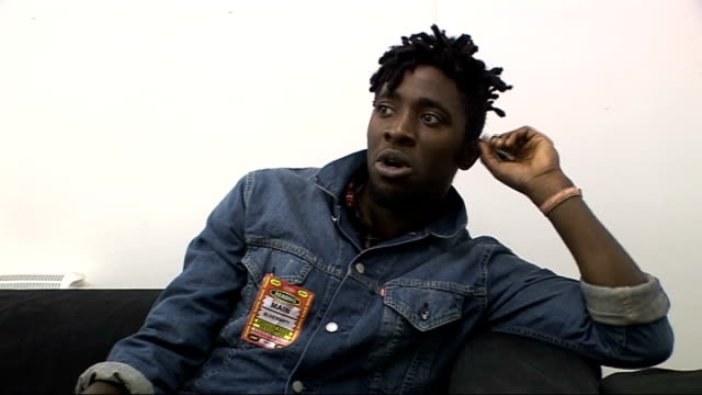 vídeos y material grabado en eventos de stock de reading festival 2009: interview with kele okereke from bloc party; england: berkshire: reading: int kele okereke interview sot - what to expect from... - reading and leeds festivals