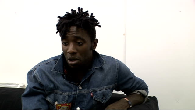 vídeos de stock, filmes e b-roll de reading festival 2009: interview with kele okereke from bloc party; kele okereke interview sot - on each record having a different feel/ necessity to... - carling weekend reading festival