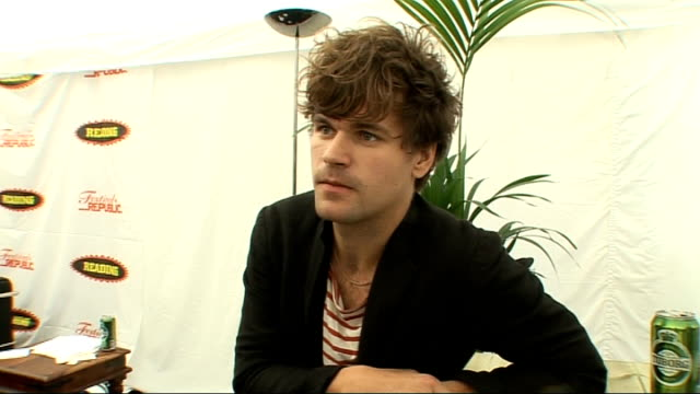vídeos de stock, filmes e b-roll de reading festival 2009: jack penate interview; england: berkshire: reading: rushes log: jack penate interview sot - on his second year on the nme... - carling weekend reading festival