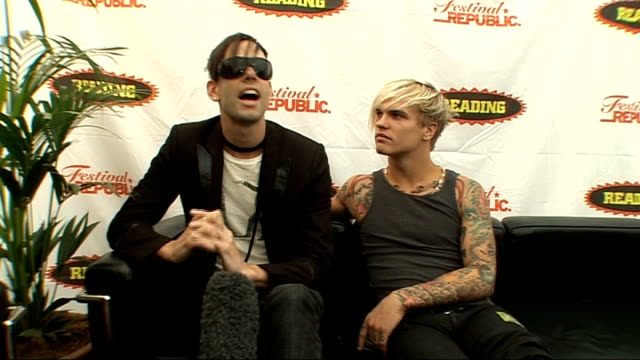 vídeos y material grabado en eventos de stock de reading festival 2009: steve forrest and stefan olsdal interview; forrest and olsdal interview sot - quite a picky audience as they are spoilt by the... - reading and leeds festivals