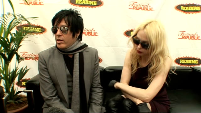vídeos y material grabado en eventos de stock de reading festival 2009: troy van leeuwen interview; england: berkshire: reading: int troy van leeuwen interview as sat next to singer serrina sims sot... - reading and leeds festivals