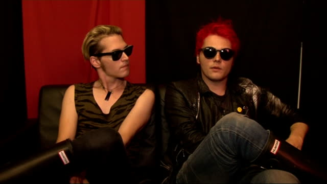 vídeos de stock, filmes e b-roll de reading festival 2011: celebrity interviews; my chemical romance interview sot - on writing new songs / perfect ingredients for a good song / who... - carling weekend reading festival