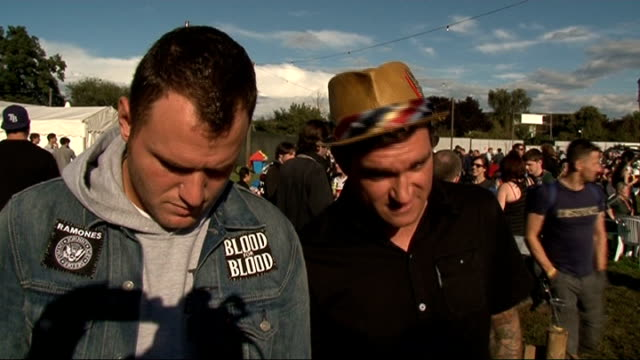 reading festival 2011: celebrity interviews; new found glory interview sot - on reading festival / who they are excited to see / their performance /... - reading and leeds festivals stock videos & royalty-free footage
