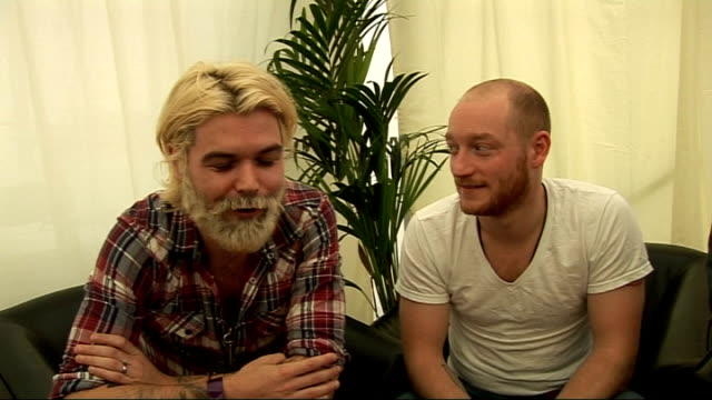 reading festival: interviews with bands; int tent members of biffy clyro interviewed sot - on simon's hair, gone peroxide blonde - on how they're... - neil simon bildbanksvideor och videomaterial från bakom kulisserna