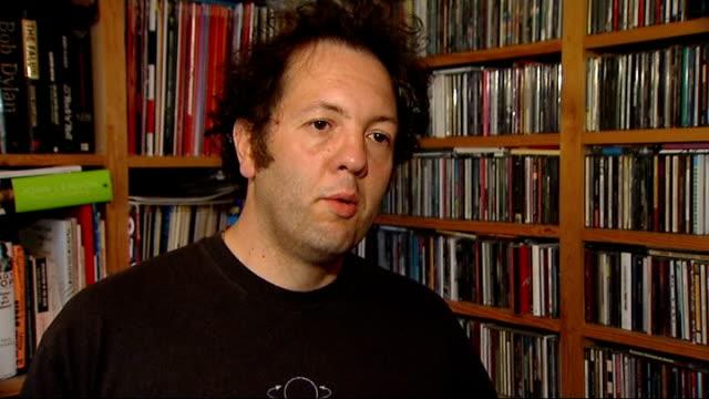 vidéos et rushes de robbie williams rejoins take that for new album and reunion tour pete paphides interview sot - take that