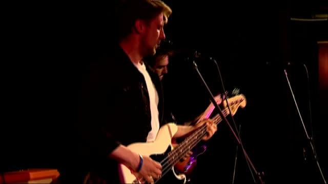vídeos de stock, filmes e b-roll de rock the house competition; various bands performing - rock moderno