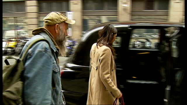 seasick steve interview england london seasick steve playing guitar to reporter in back of cab sot ext cutaway of seasick steve and reporter walking... - miracle stock videos & royalty-free footage