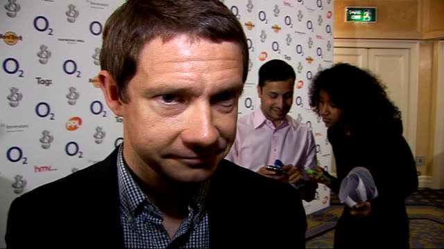 vídeos y material grabado en eventos de stock de silver clef awards 2009 celebrity interviews and general views martin freeman interview sot on not supporting andy murray at wimbledon 2009 - martin freeman