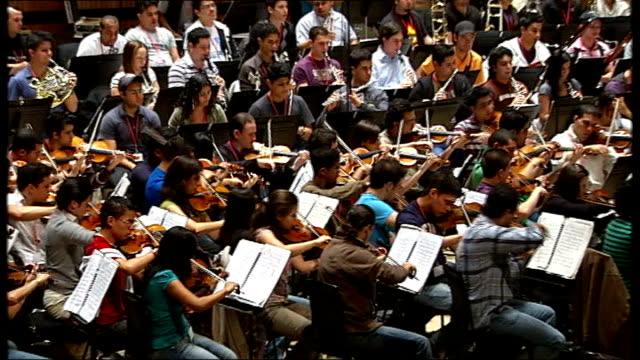simon bolivar youth orchestra returns to london; england: london: royal festival hall: jose antonio abreu interview sot simon bolivar youth orchestra... - ロイヤルフェスティバルホール点の映像素材/bロール