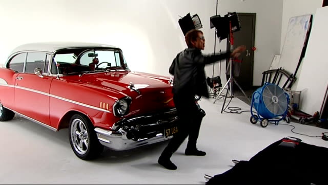 vídeos de stock, filmes e b-roll de sir cliff richard celebrates one hundredth album release cliff richard singing in front of vintage car for new video - título de álbum