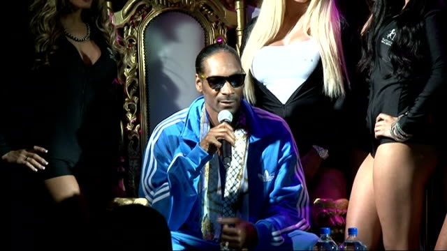 snoop dogg press conference; snoop dogg press conference sot - thanks fans for love and support [women leave stage] - on his special connection with... - スヌープ・ドッグ点の映像素材/bロール