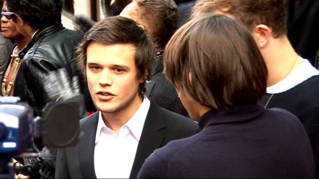 EXT Music stars arriving for 2009 Q Awards Dan Smith and Shingai Unidentifed males speaking to press Kelly Jones speaking to press on red carpet...