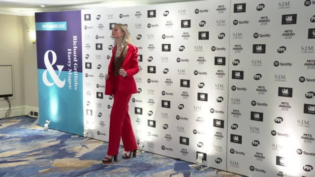 vídeos y material grabado en eventos de stock de stars from music industry attend music industry trust awards england london grosvenor house hotel int **music playing sot** photography** dylan... - hotel grosvenor house londres