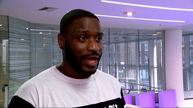 apple in talks to buy beats electronics england int lethal bizzle interview sot - リーサルビズル点の映像素材/bロール