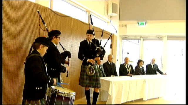 susan boyle at british pipe band championships; scotland: west lothian: bathgate: int press conference withtom kerr and bagpipes being played sot - スーザン ボイル点の映像素材/bロール