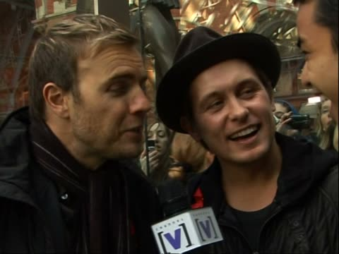 stockvideo's en b-roll-footage met take that at st pancras international station gary barlow and mark owen interview sot on the album launch in paris / playing wembley stadium on their... - jongensband
