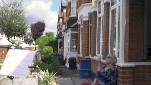 music teacher zoe purdiewood performs sings vera lynn ' well meet again ' song for 79 year old barbara layton – retired maths teacher outside her... - musician stock videos & royalty-free footage