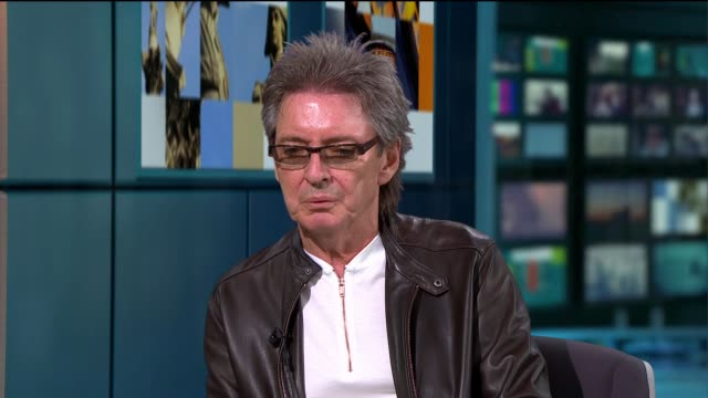 the jam reform as from the jam for anniversary tour; england: london: gir: int bruce foxton and russell hastings live studio interview sot - ポピュラーミュージックツアー点の映像素材/bロール