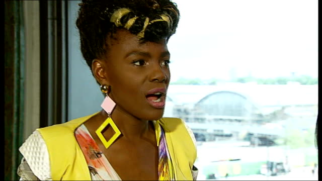 stockvideo's en b-roll-footage met the noisettes to join 'africa express' tour int shingai shoniwa interview sot - popmuziek tournee
